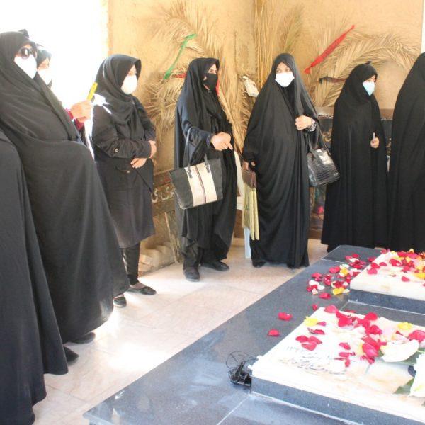 مادران شهید در مراسم گلباران شهدای گمنام در شیراز 1400
