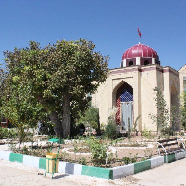 آرامگاه شهدای گمنام در دانشکده علوم قرآنی شیراز
